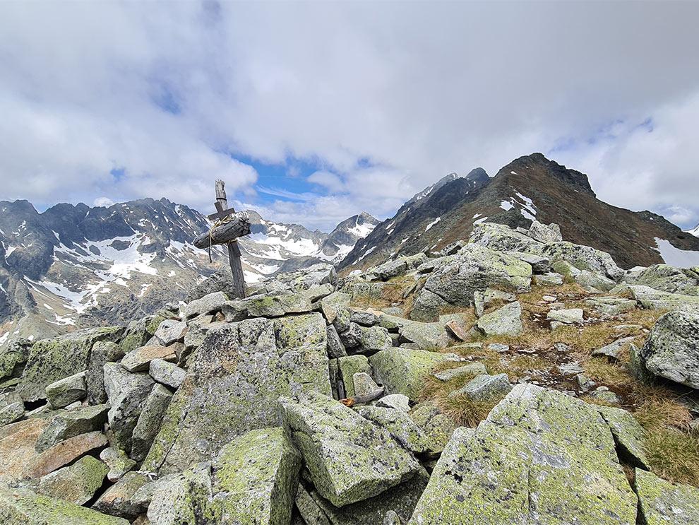 Pohľad na vrchol Patrie a Hrebeň bášť